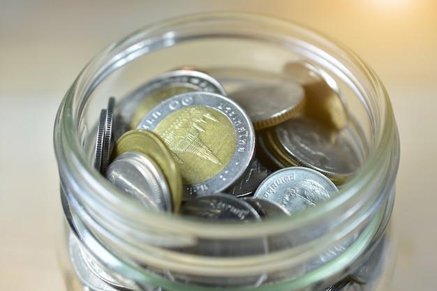 Тайский бат монеты деньги в банке