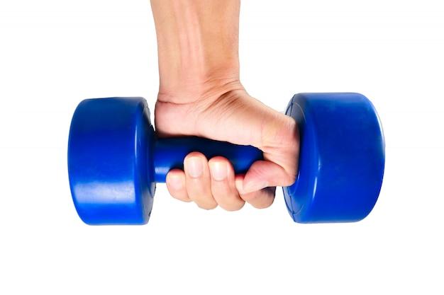 運動用の青いダンベルを持っている手