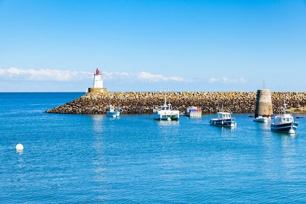 モルビアンのベルイルアンメール島のフランスのソーゾン港