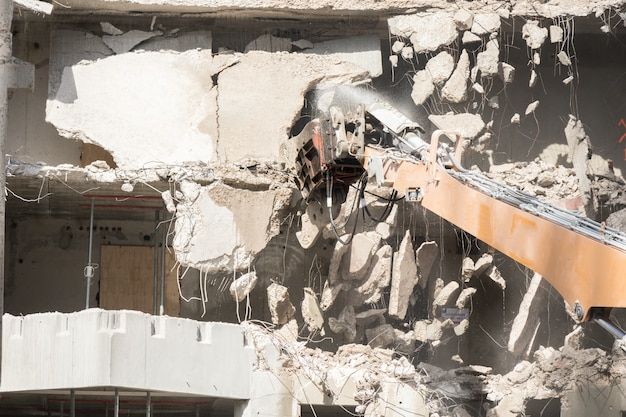 建物の解体現場