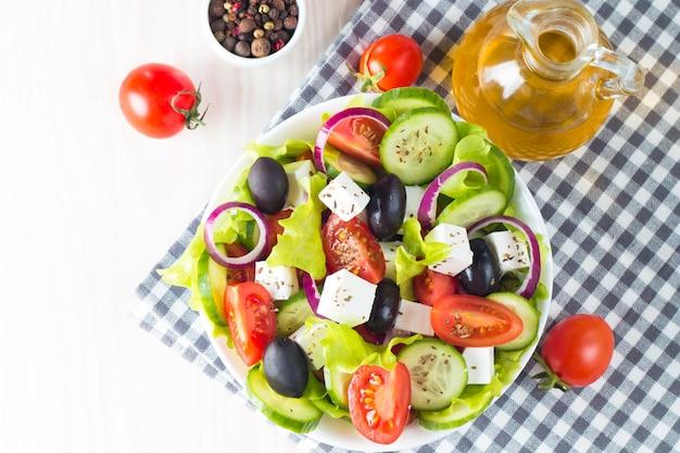 新鮮なギリシャ風サラダ