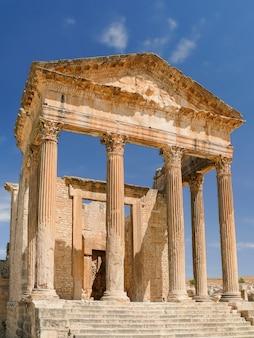 Дугга, римские руины. всемирного наследия юнеско в тунисе.