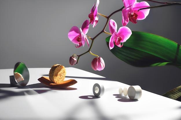 蘭の花とさまざまな素材のサークル