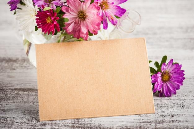 Розовый фиолетовый садовые цветы и открытки
