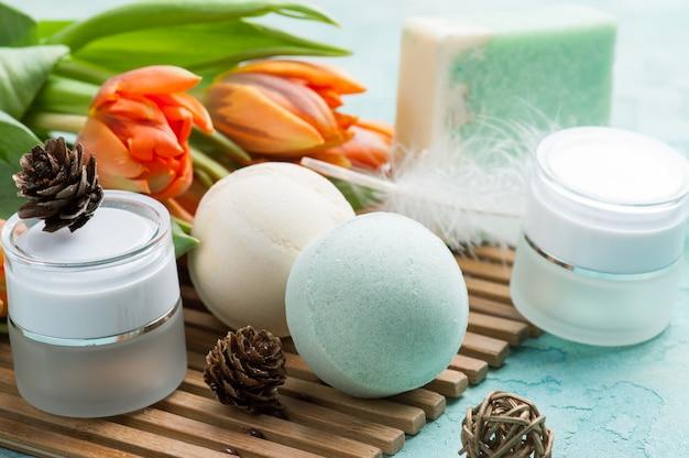Зеленая банная бомба и мыло со спа продуктами