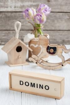 Деревянные игрушки, розовые тюльпаны и лошадка-качалка
