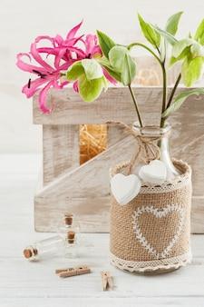 リリーと花の木箱