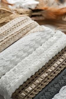 Кружева и швейные принадлежности