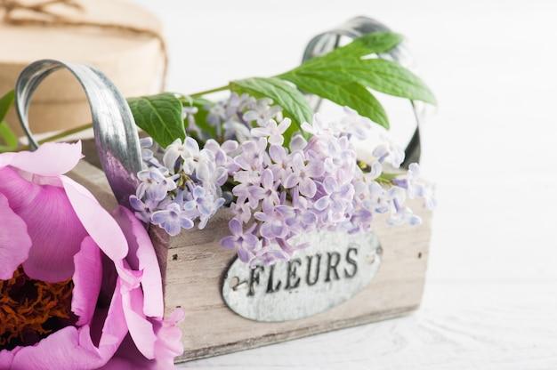 ボックスのクローズアップでライラックの花