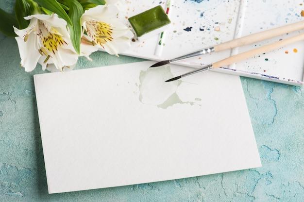 Кисть для рисования, зеленая акварель