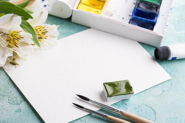 ペイントブラシ、緑の水彩絵の具