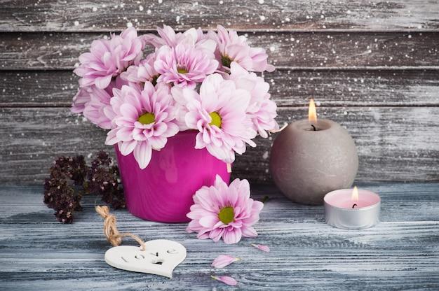 コンクリートポットにピンクの菊