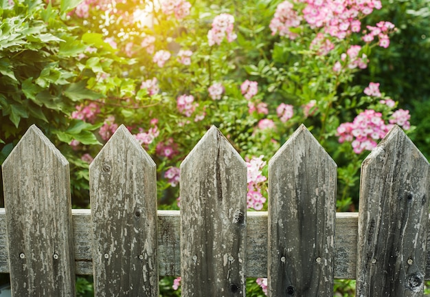郡風の木製フェンス