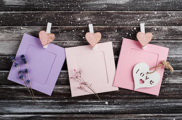 Пустые розовые фиолетовые рамки для фотографий