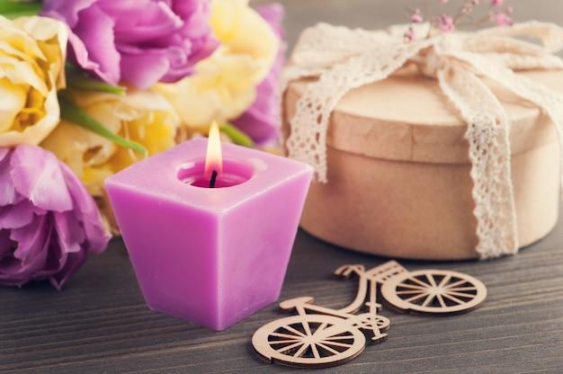 Фиолетовый желтый тюльпан цветок, подарок