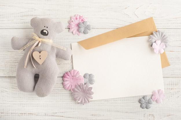 Розовый декор, бумажные цветы, конверт