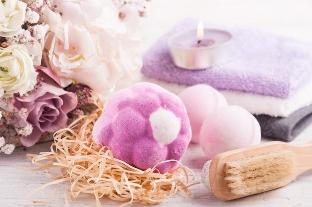 ピンクの紫の花束とアロマバスボム