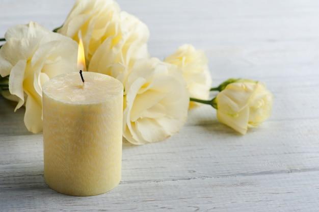 黄色のトルコギキョウの花