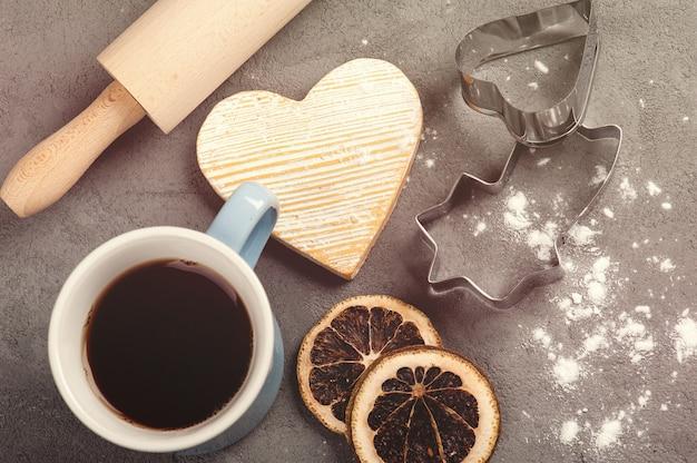 ベーキングセット、お茶、麺棒、小麦粉