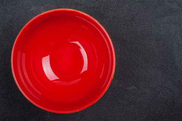 空の赤いプレート、トップビュー