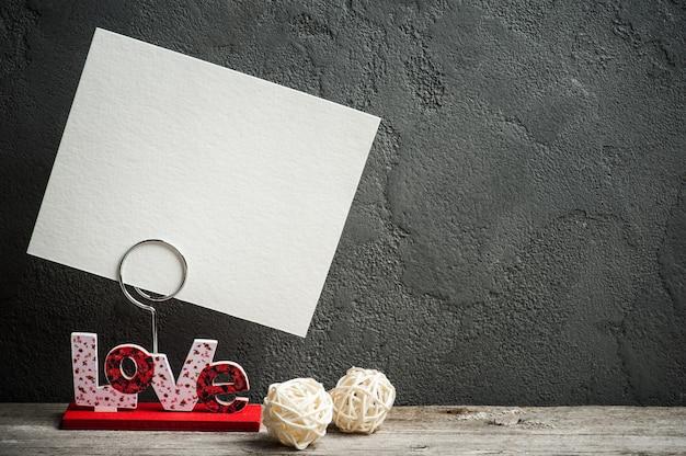 愛という言葉の写真ホルダー