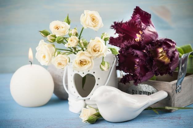 ヴィンテージの静物画。白いバラの花束