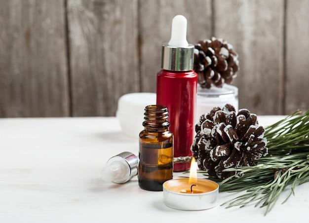 クリスマスの装飾が施された美容製品と化粧品