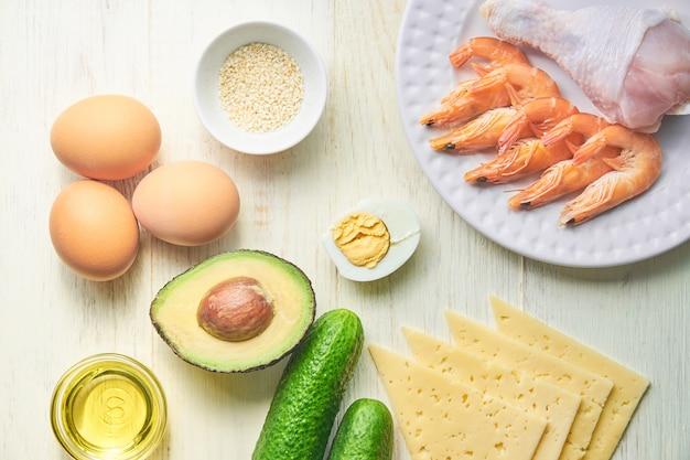 ケトジェニックダイエットの成分。健康的な食事の概念。上面図