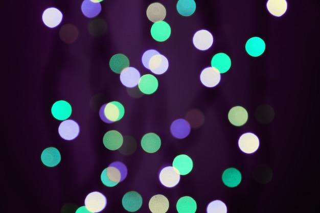 青、ヴィネット、紫の色の背景に抽象的なぼやけたライト。