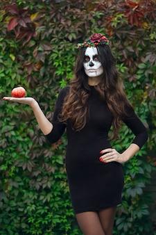 Женский сахарный череп макияж. искусство рисования лица.
