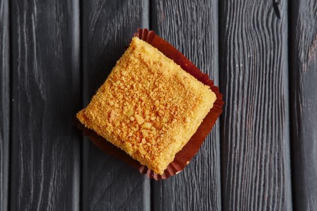 Закуска для приема. тирамису, карамельный торт в панировке