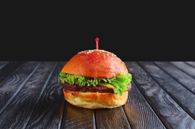 レセプションの前菜。小型バーガー