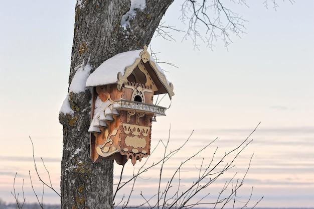 木の美しい巣箱