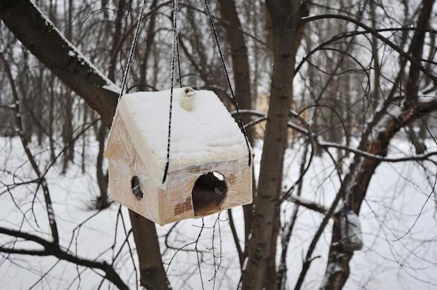 自家製フィーダー-段ボールの巣箱