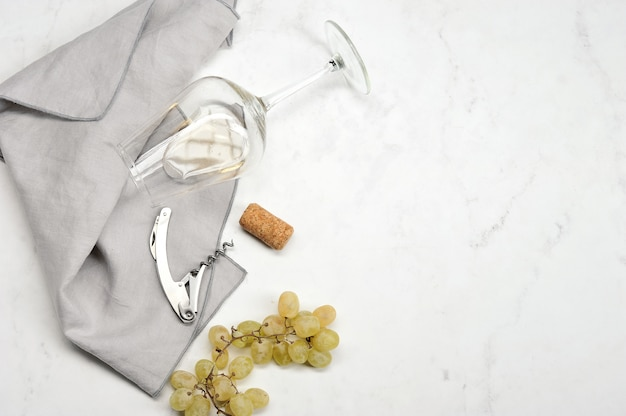 ブドウ、コルク栓抜き、ワインストッパー、グラス白ワイン