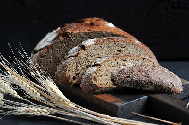 ライ麦パン、小片と耳に切る