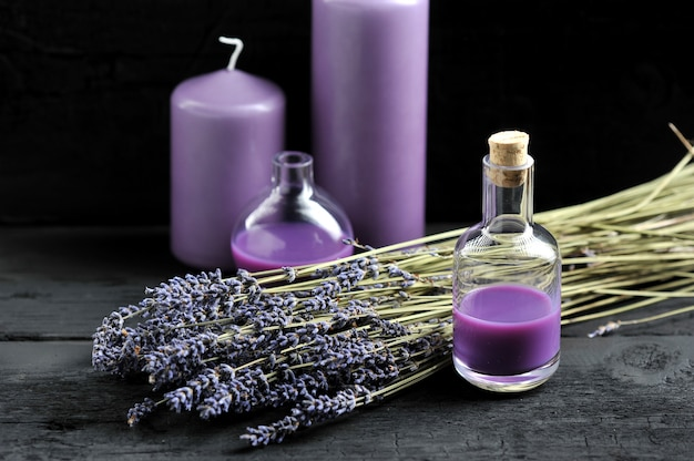 Лаванда, лавандовое масло и сиреневые свечи