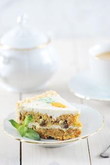 ミントとコーヒーとキャロットケーキのスライス