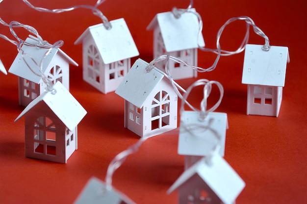 おもちゃの木造住宅ガーランド