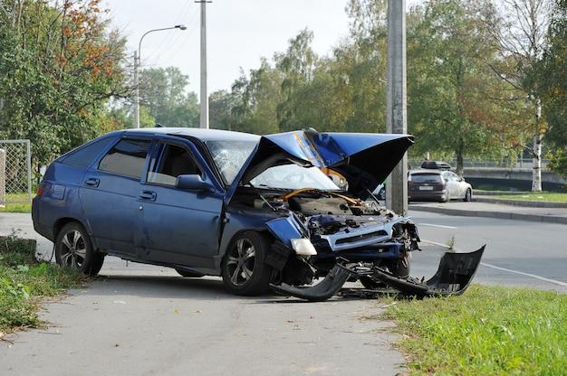 自動車事故で壊れた