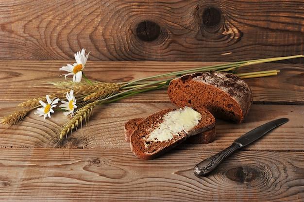 小麦の耳とバターとカモミールのパン