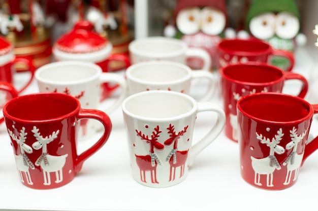 クリスマスをテーマにした鹿とマグカップのセット。