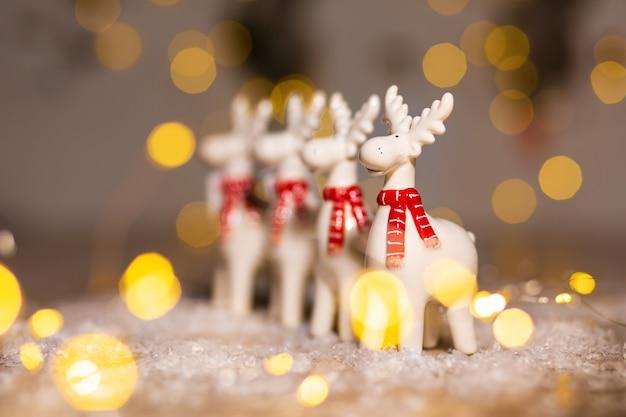 クリスマスをテーマにした装飾の置物。