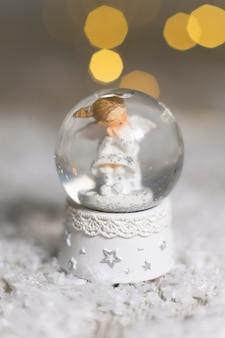 Декоративные статуэтки на рождественские темы.