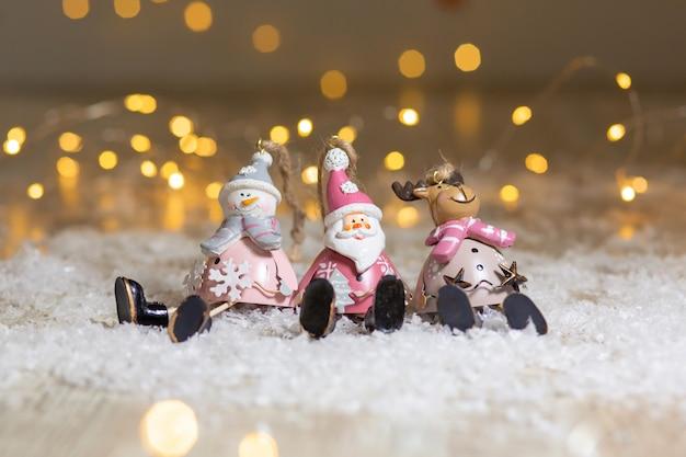 Декоративные фигурки на рождественскую тему.