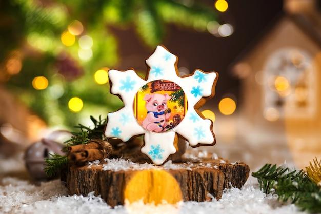 Праздничная традиционная еда, пекарня, пряничная голубая снежинка