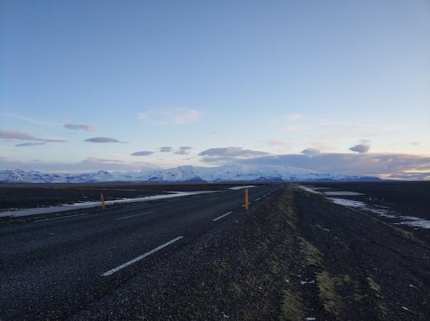 アイスランドの美しい冬の風景。