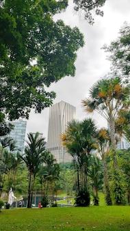 Городской пейзаж куала-лумпур. красивый современный развивающийся город малайзия