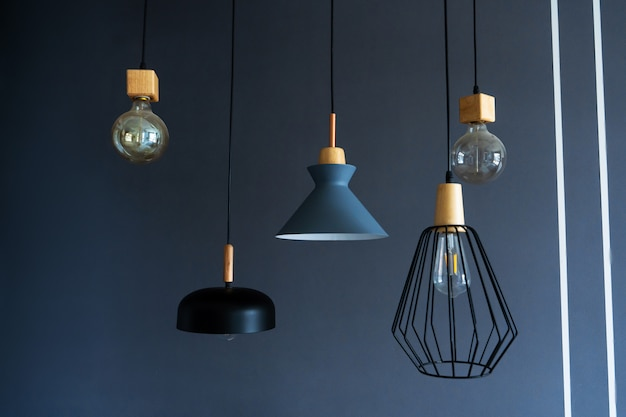 Стильные современные светильники, свисающие с потолка