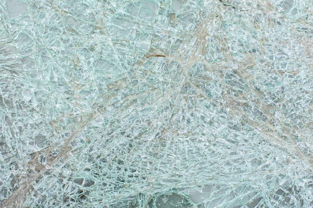 事故後の車のガラスの破損
